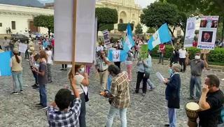 Manifestantes piden en Guatemala renuncia del presidente Alejandro Giammattei