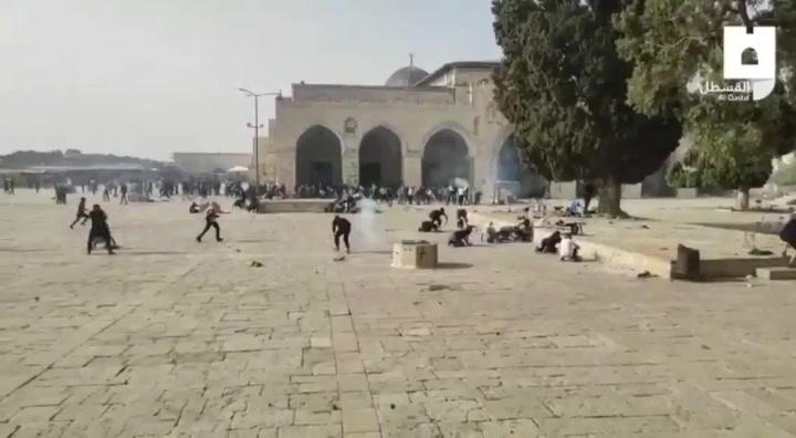 Cientos de heridos tras el asalto a la mezquita de Al Aqsa por fuerzas israelíes