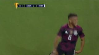 Jonathan Dos Santos marca de fuera del área el 2-0 para México