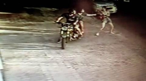 El frustrado arrebato a una joven se viralizó y generó la denuncia de vecinos