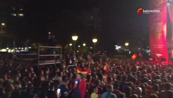 Así estaba de rebosante la Plaza de Colón de Madrid para recibir a la Selección de Baloncesto