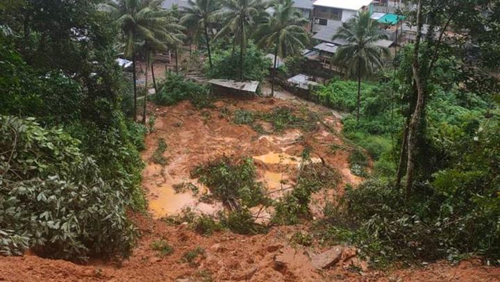 น้ำป่าท่วมหมู่บ้านดอยแม่สอด เตือนถนนแม่สอด-ตาก มีหินถล่มขวางบางจุด