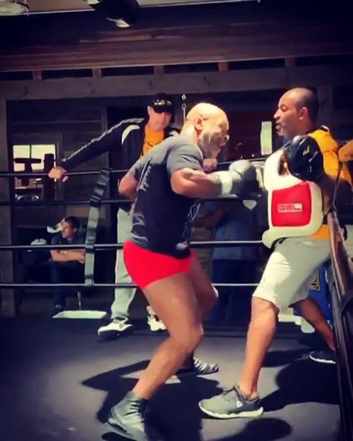 El entrenamiento de Mike Tyson a cámara lenta también da mucho miedo