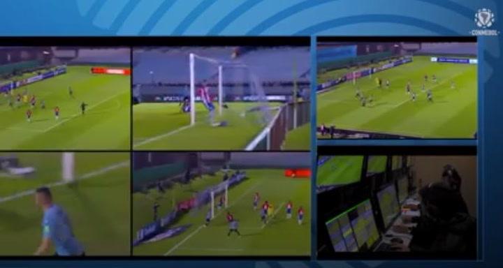 Lío en las redes por el polémico audio del VAR en el gol anulado de Uruguay