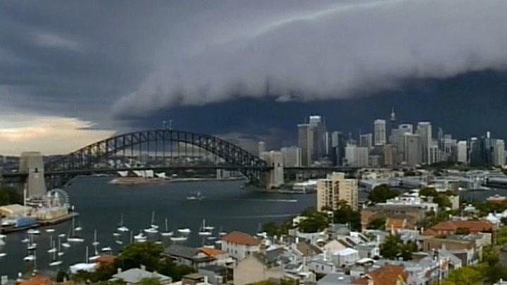 Her velter stormen over Sydney