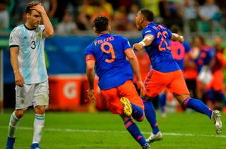 Colombia pega a Argentina y pierde con Messi en Copa América