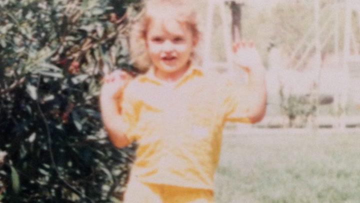 ¿Quién es la famosa colaboradora de televisión que se esconde detrás de la foto de esta niña?