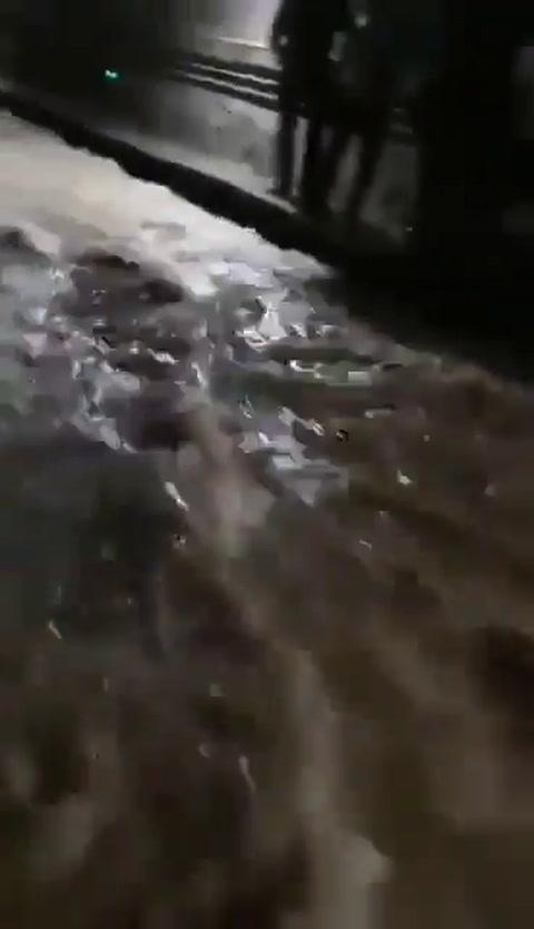 Personas atrapadas en los túneles de metro por inundaciones en China