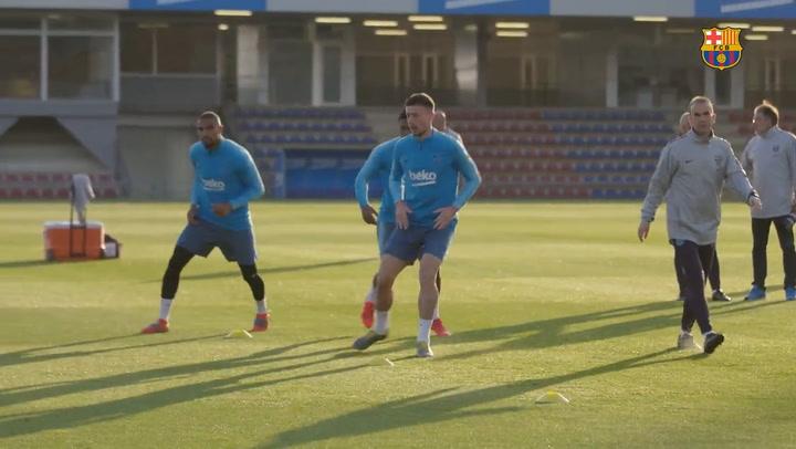 El Barça vuelve a los entrenamientos con Luis Suárez haciendo trabajo de recuperación
