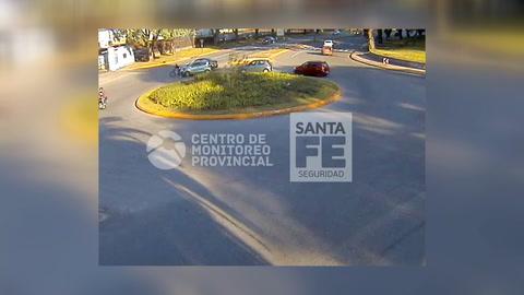 Video de la seguidilla de choques en la rotonda de Pellegrini y Belgrano