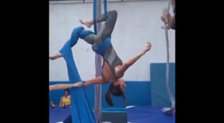 Paz Padilla demuestra su habilidad acróbata practicando su pasión más extravagante: la danza aérea