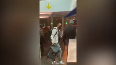 Estadounidense Sergiño Dest llega a España y es inminente fichaje del Barcelona