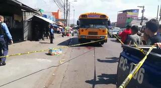 ¡Luto! En el interior de un bus acribillan a conductor de El Escanito