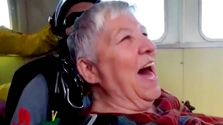 80-åringens bursdagsgave skremmer vettet av vennene hennes