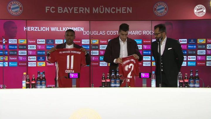 Marc Roca ha sido presentado en Munich junto a Douglas Costa