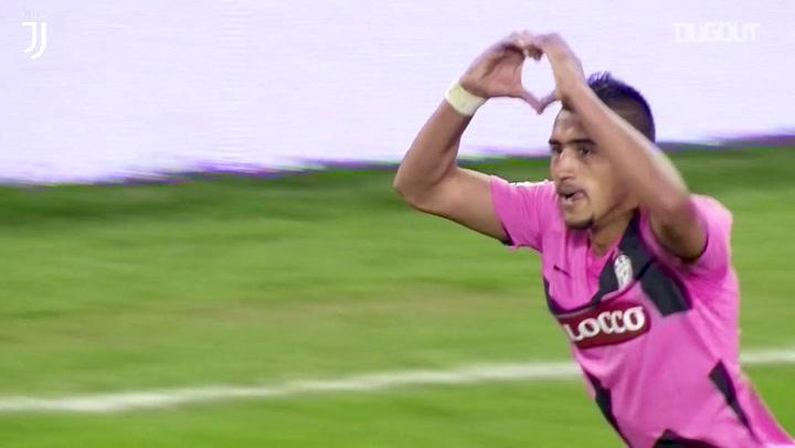 Golaço de Vidal pela Juve contra o Napoli