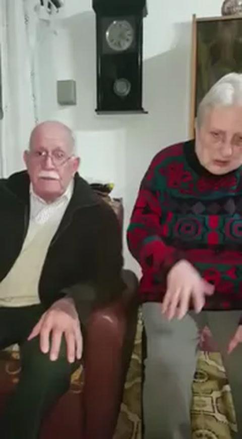 Ofrecen la jubilación para que les devuelvan a su perrita