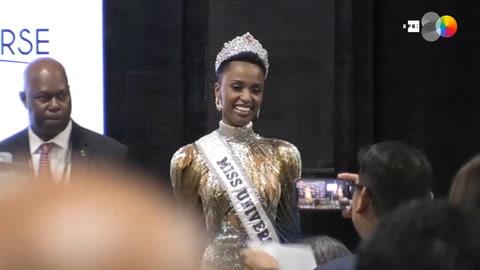 Zozibini Tunzi califica como un honor absoluto, como mujer negra, coronarse como Miss Universo