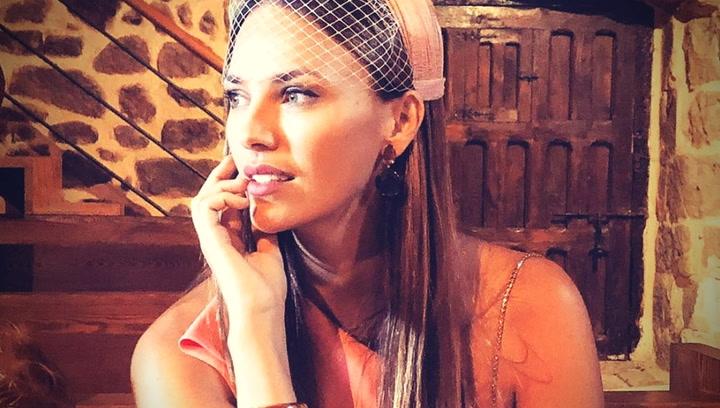 Helen Lindes muestra su look más elegante