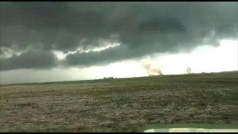 Dos trabajadores rurales mostraron cómo escaparon de un tornado