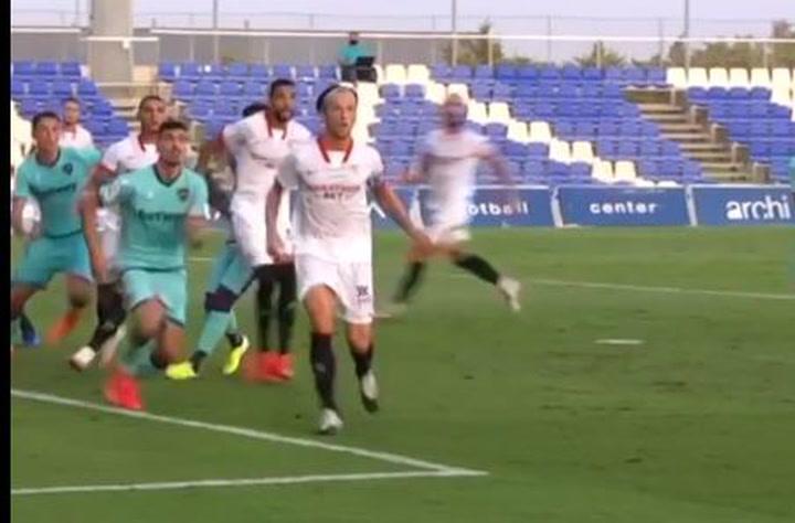 Gol de Rakitic en el amistoso ante el Levante