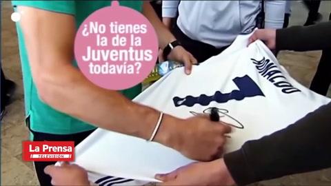 La broma de Cristiano Ronaldo cuando firmaba una camiseta del Real Madrid