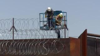 EEUU refuerza valla fronteriza con México ante desesperación de migrantes varados