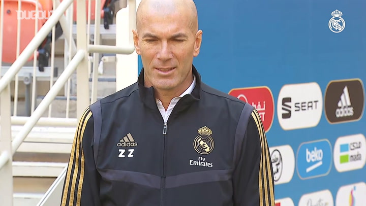 Zidane and Simeone photographed alongisde Spanish Super Cup trophy