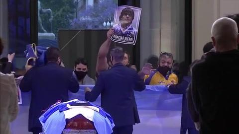 Inicia multitudinario adiós de los argentinos a su ídolo Diego Maradona