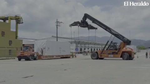 Momento cuando los hospitales desembarcaron en aduana de Puerto Cortés