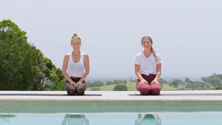 La clase de yoga de Elsa Pataky antes de dormir que querrás probar