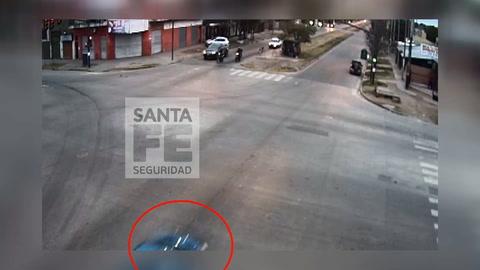Volvía de bailar, perdió el control del auto y se estrelló contra una casa