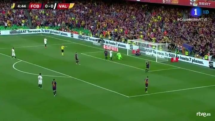 Copa del Rey: Barça-Valencia. Piqué salva en la línea de portería un gol de Rodrigo