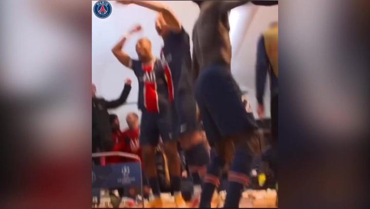 Así fue la fiesta del PSG en el vestuario tras la victoria ante el Bayern