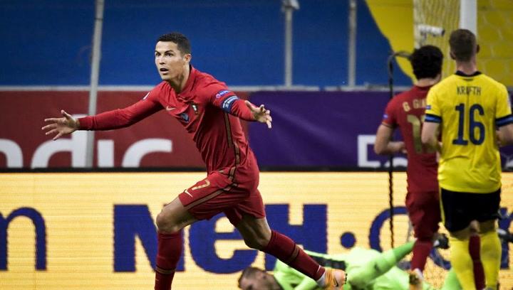 Espectacular doblete de Cristiano Ronaldo ante Suecia para superar los 100 goles con Portugal