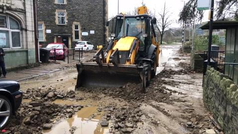 Inundaciones y transportes perturbados en el Reino Unido por tormenta Dennis