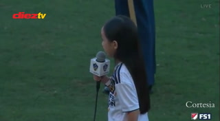 Niña de siete años cautiva a Zlatan con su interpretación del himno nacional