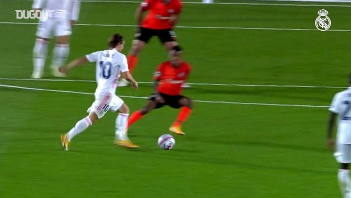 Golaço de Modric contra o Shakhtar Donetsk na Champions League
