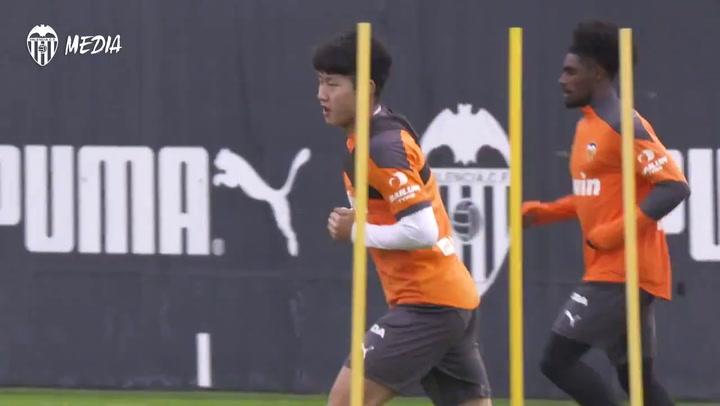 Entrenamiento del Valencia previo al partido contra el Real Madrid