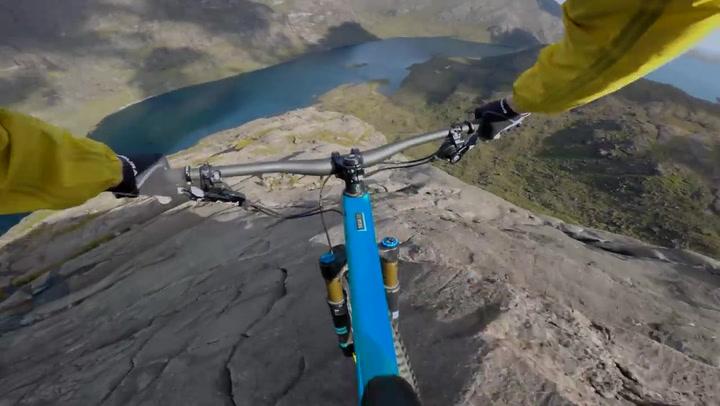 Danny Macaskill en busca de los límites: descenso vertiginoso en la Isla de Skye