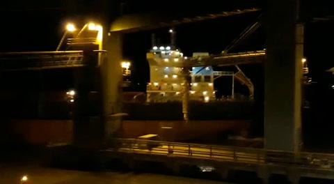 Un barco protagonizó anoche un espectacular accidente en Terminal 6
