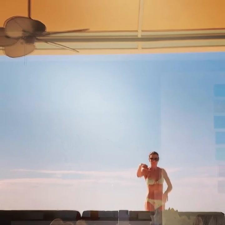 Mar Flores presume de cuerpazo con un baile en bikini
