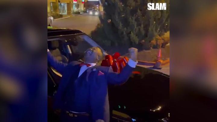 Les regala un coche a sus padres tras salir en el Draft NBA