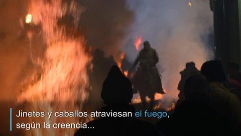 Las Luminarias: un ritual de fuego y caballos en España
