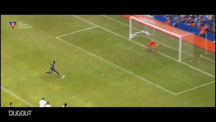 Adrián Gabbarini penalty saves for Liga de Quito