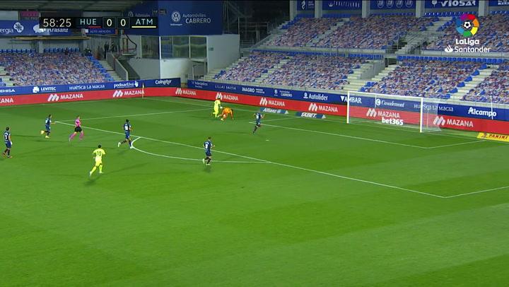 A Suárez se le mojó la pólvora en la mejor ocasión del Atlético en Huesca