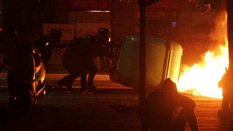 Tercera noche consecutiva de violencia en Cataluña