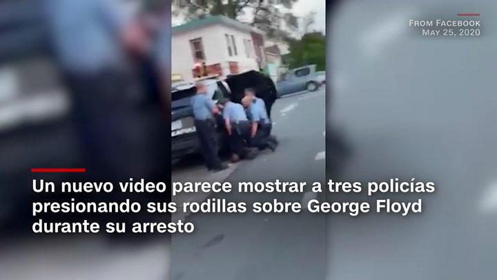 Otro vídeo muestra que fueron tres policías los que clavaron sus rodillas sobre George Floyd