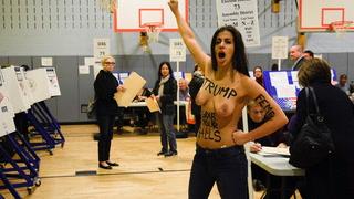 To toppløse kvinner kastet ut av Trumps valglokale