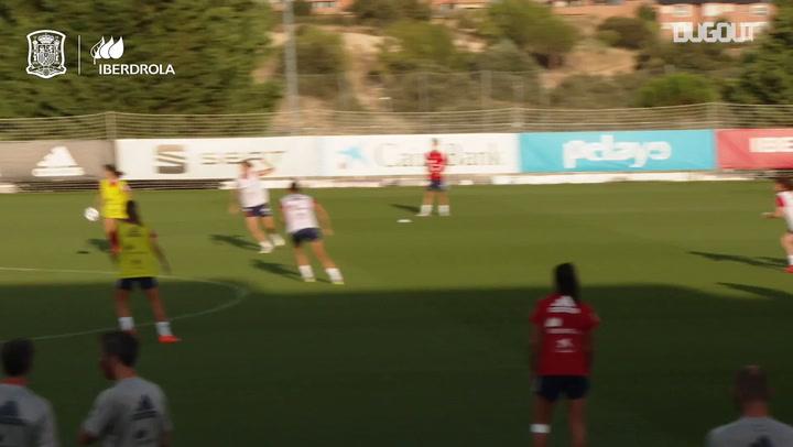 Golazos de Lucía García en el entrenamiento de España